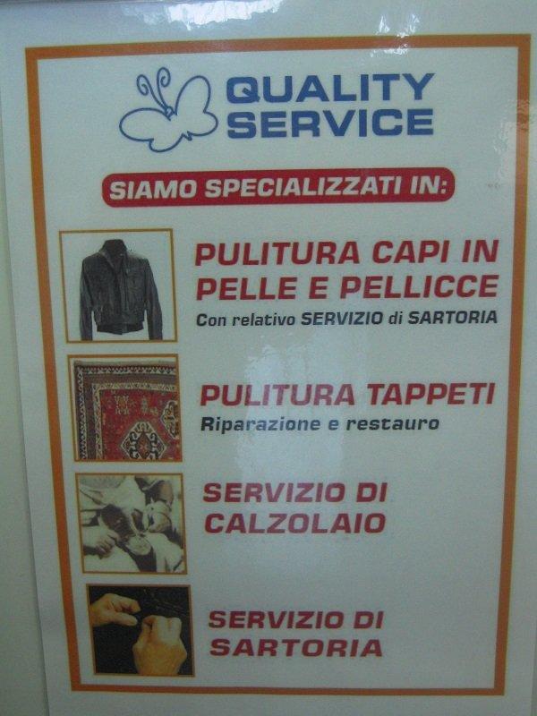 un volantino con scritto quality service e i serviuzi offerti