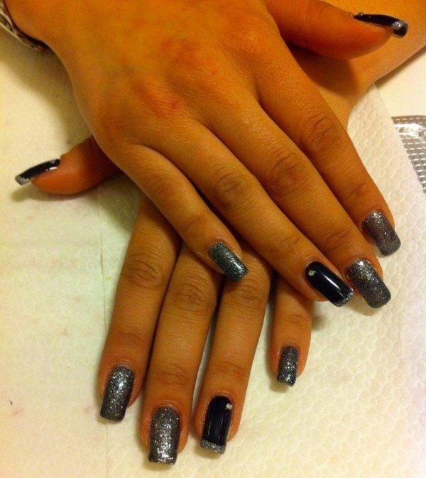ricostruzione unghie nero grigio