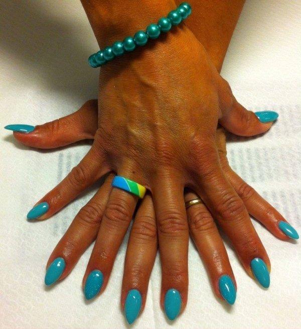 ricostruzione unghie azzurro