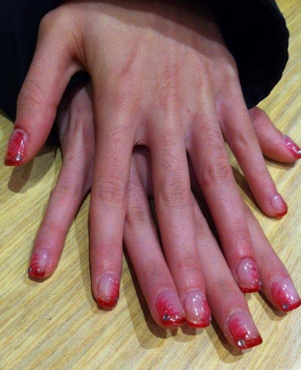 ricostruzione unghie con brillantini