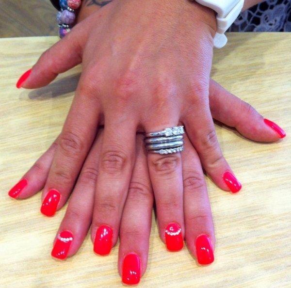 ricostruzione unghie colore rosso