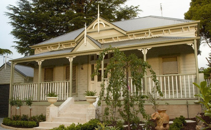 Harkaway homes classic victorian and federation verandah for Victorian traditional homes