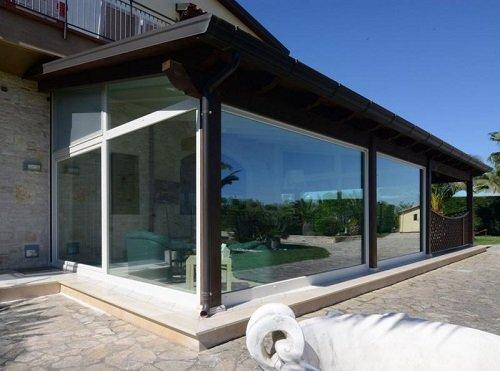 Vista dall'esterno di una veranda