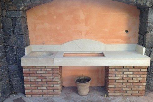 Piano in marmo per fontana esterna.