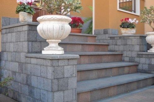 Rivestimenti camini giarre ct messina for Scala in pietra lavica