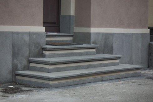 Scala in pietra lavica