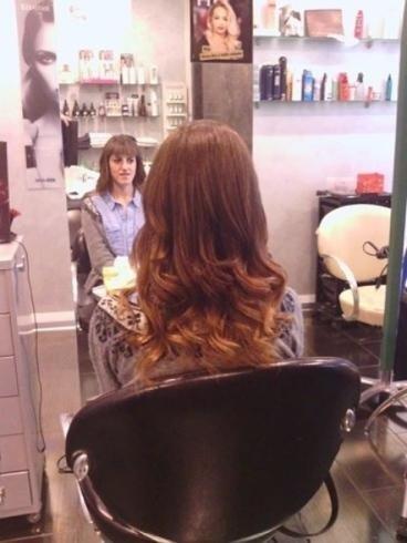capelli mogano lunghi e mossi