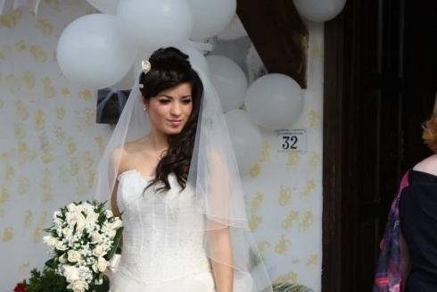 sposa acconciata per la cerimonia
