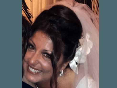 acconciatura con velo da sposa