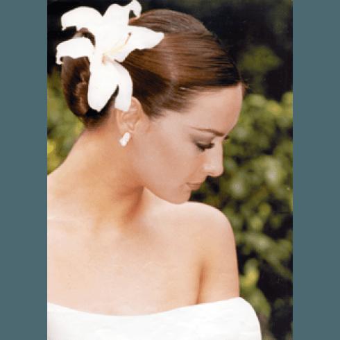 acconciatura sposa con giglio