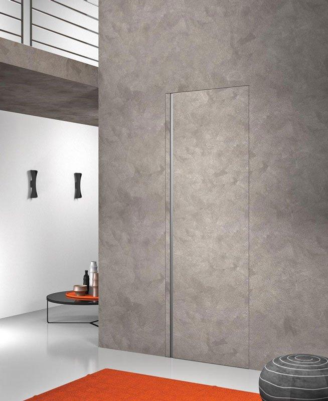 Una porta a muro di color grigio