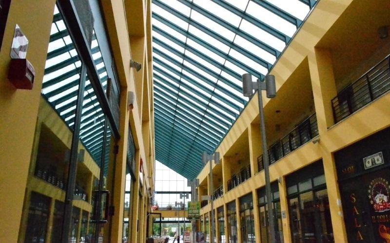vetrata centro commerciale