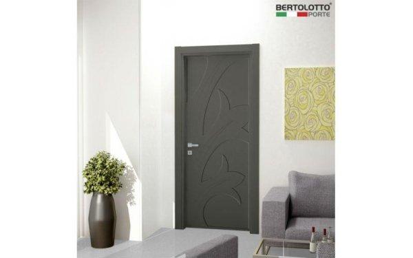 porta decorata scura