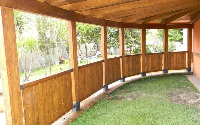 Bellissima veranda in legno lamellare