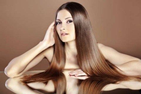 Stiratura con piastra per capelli