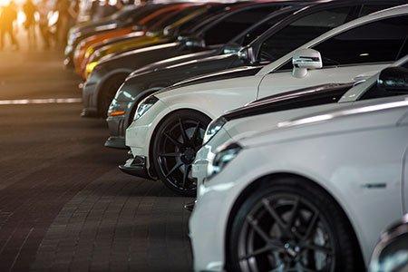 muso di auto parcheggiate