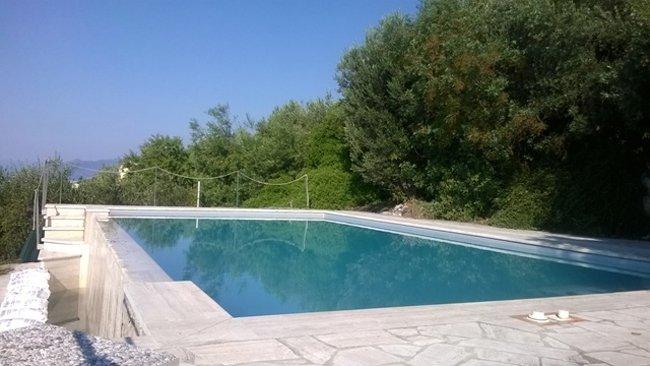 Piscina privata in Liguria di Ponente