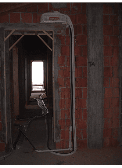 Porta in una casa in costruzione
