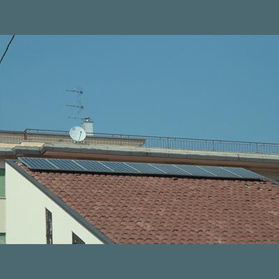 Pannelli fotovoltaici su tetto in cotto