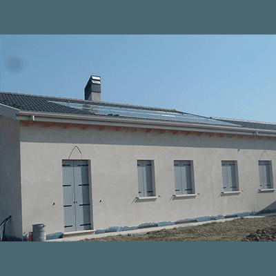 Cascina con pannelli fotovoltaici