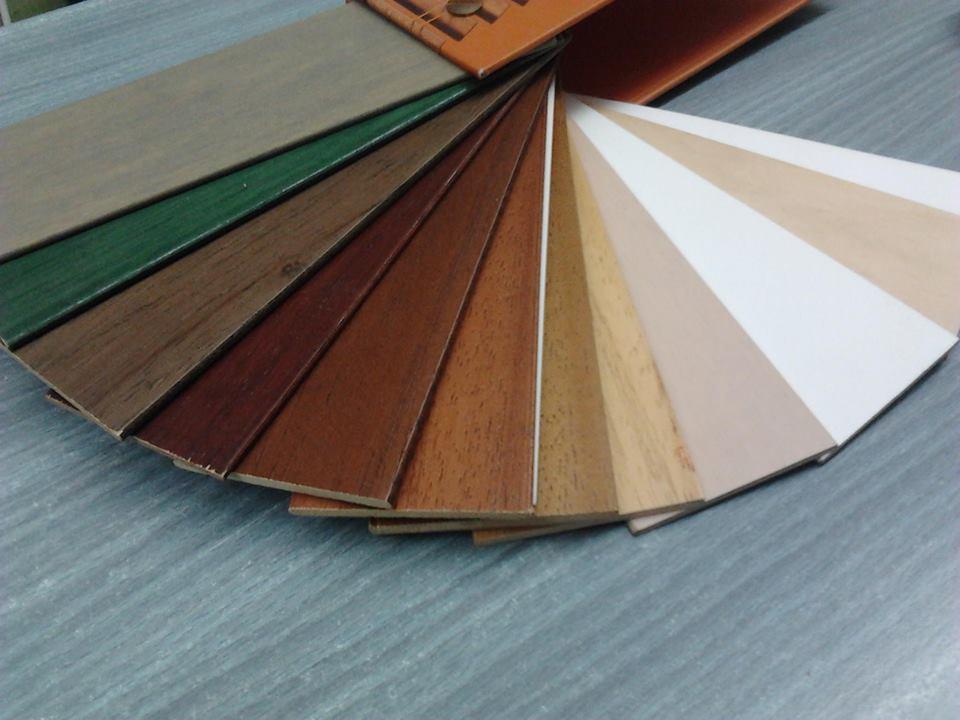 degli esempi di legno di diversi colori