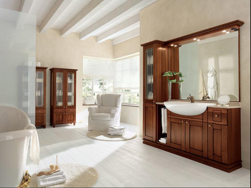 Bagno con arredo in legno tradizionale