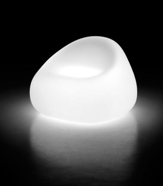 Poltrona a uovo illuminata