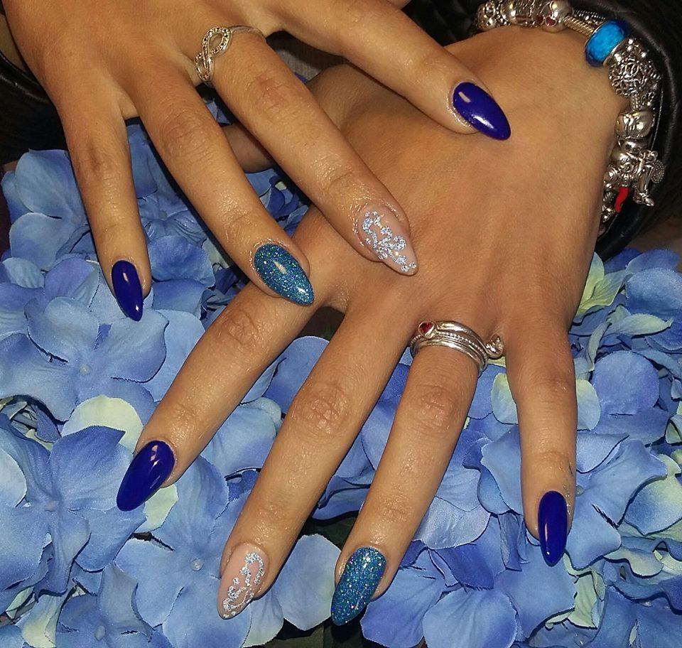 Manicure blu
