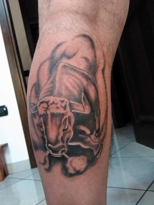 un tatuaggio di un toro