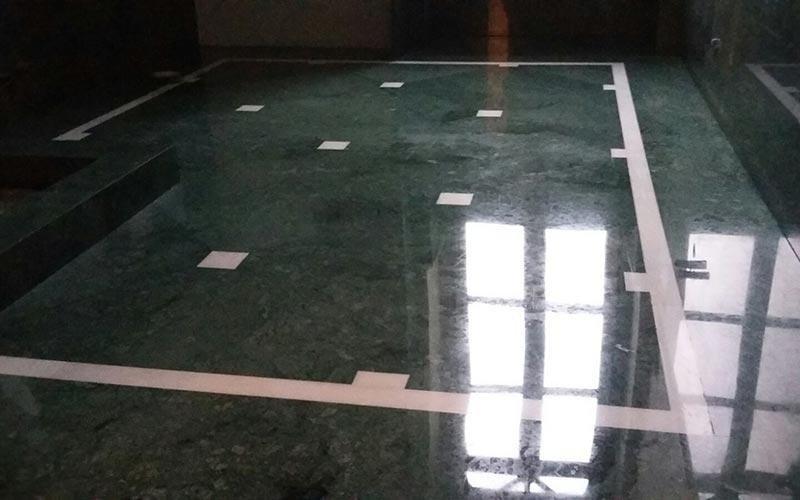 Pavimento interno in pietra lucida