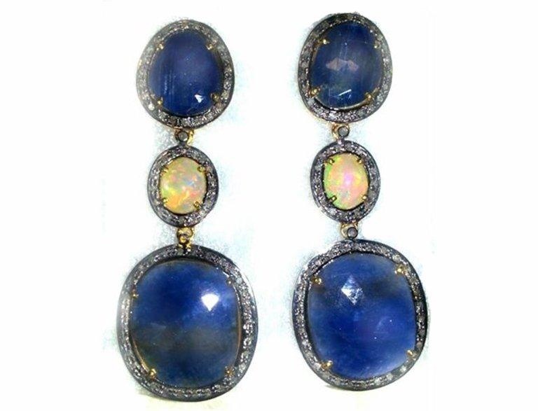 orecchini-con-corindone-blu-(zaffiro-)-ed-opale-naturale-(etiopia-)-realizzati-a-mano