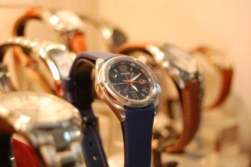 orologi con cinturini in pelle o caucciu