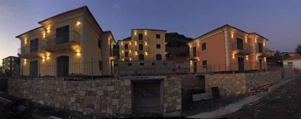 Casette C muri in pietra Residenza le Mimose