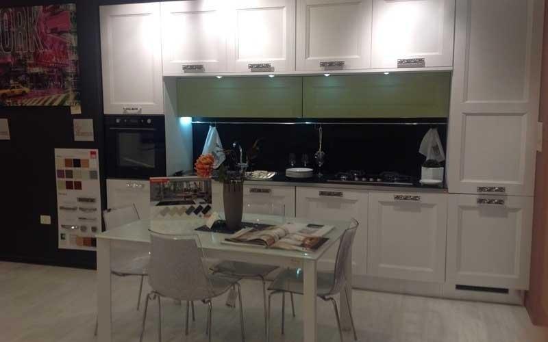 tavolo bianco cucina