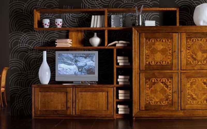 mobili in legno lavorato