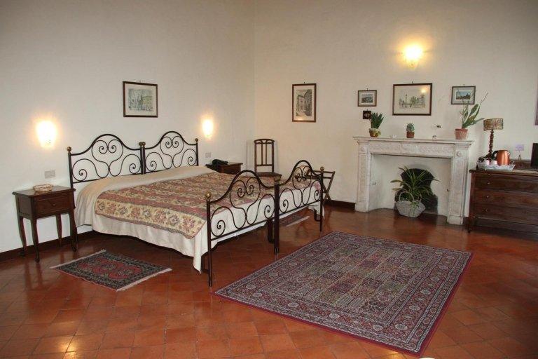 Le camere sono dotate di tutti i comfort, dalla televisione al condizionatore.