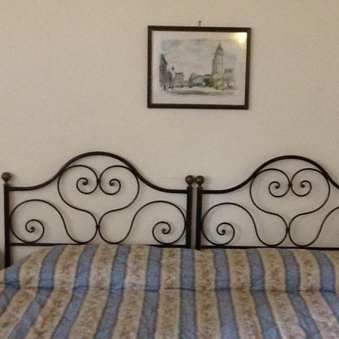 La spaziosa camera da letto  vista da un altro angolo