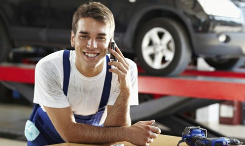 Mechanic for automotive repair service in Lincoln, NE