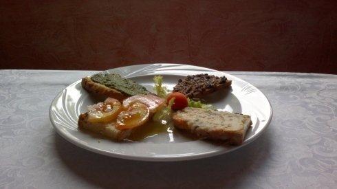 antipasto crostini e bruschetta