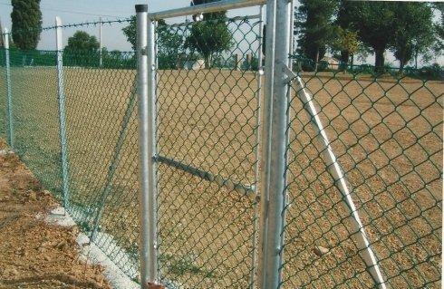 recinzione metallica con cancelletto