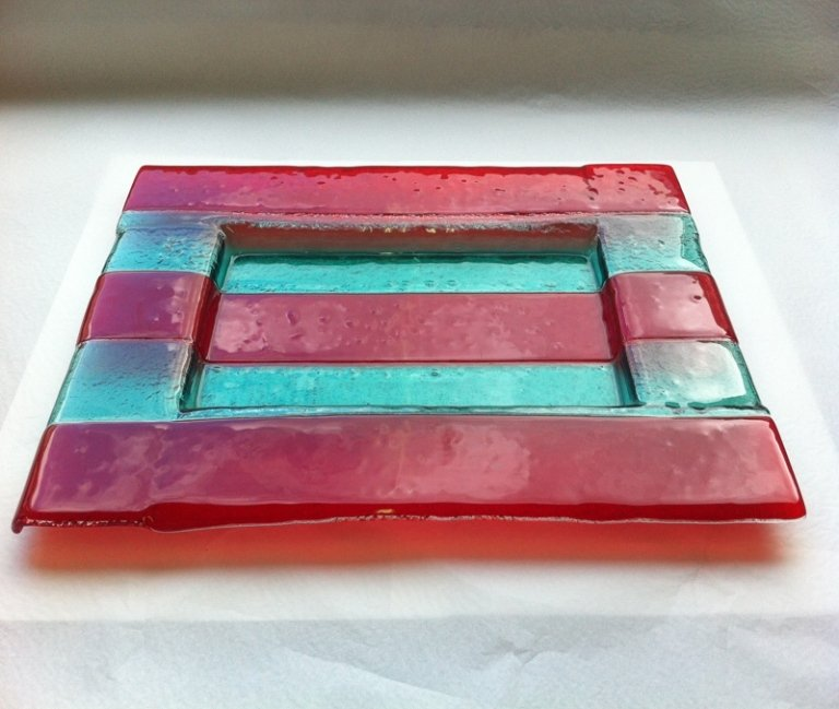 posacenere in cristallo rosso e azzurro