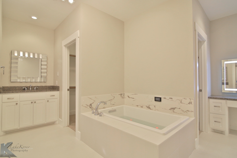 bathroom in a custom home built by Cornerstone Custom Homes in Abeline, TX