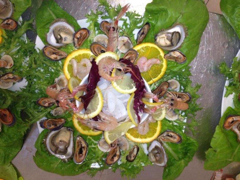 pesce in contorno di verdure