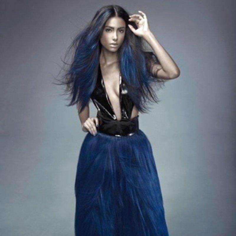 Modella con capelli lunghi