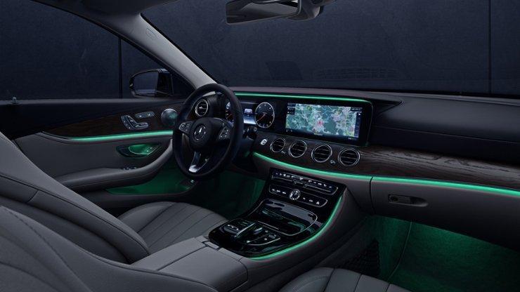 Interni dell'auto di lusso