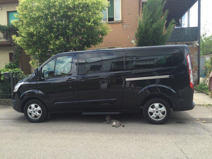 minibus limousine nero