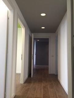 corridoio con pavimento in legno