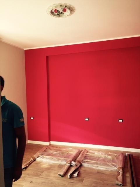 muro dipinto di rosso