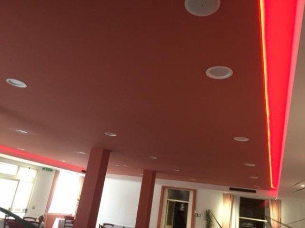il soffitto di una sala ricevimenti