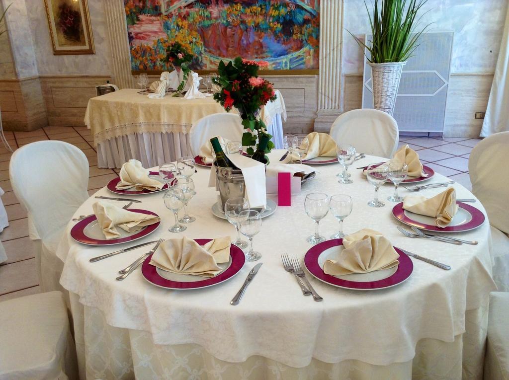 Tavolo elegante per cerimonia